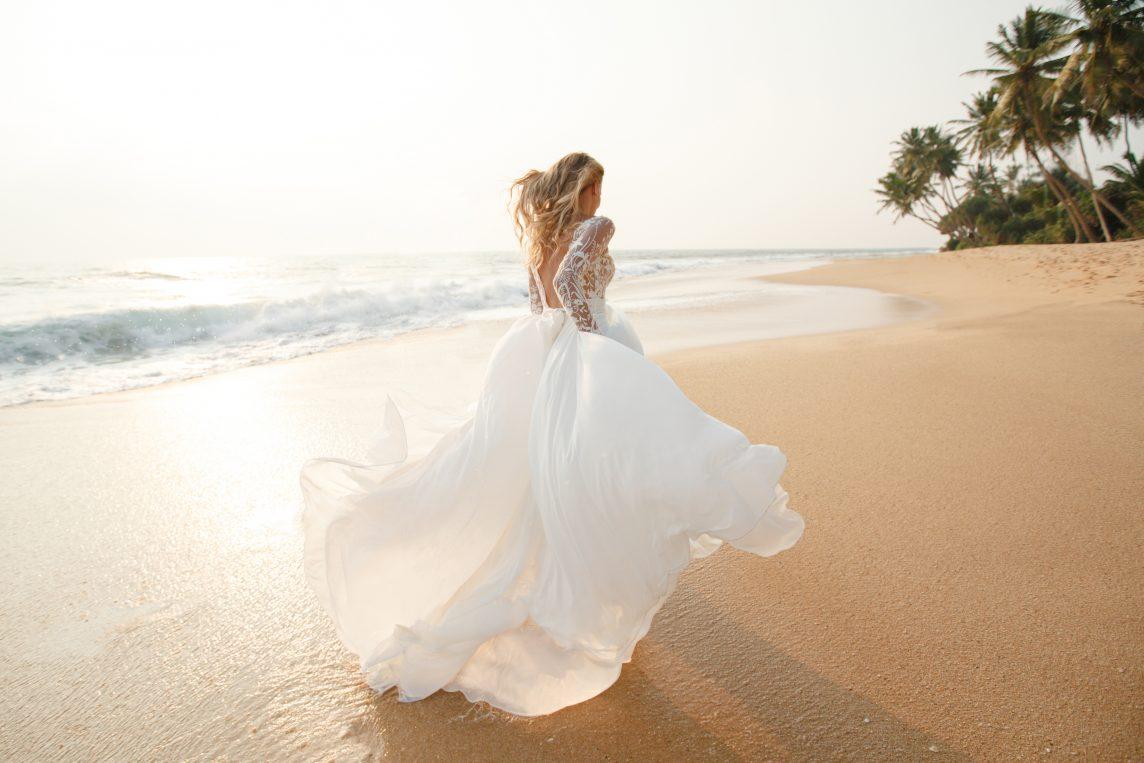 5 tendințe pentru nuntă 2020 pe care le poți pune în valoare pe plajă