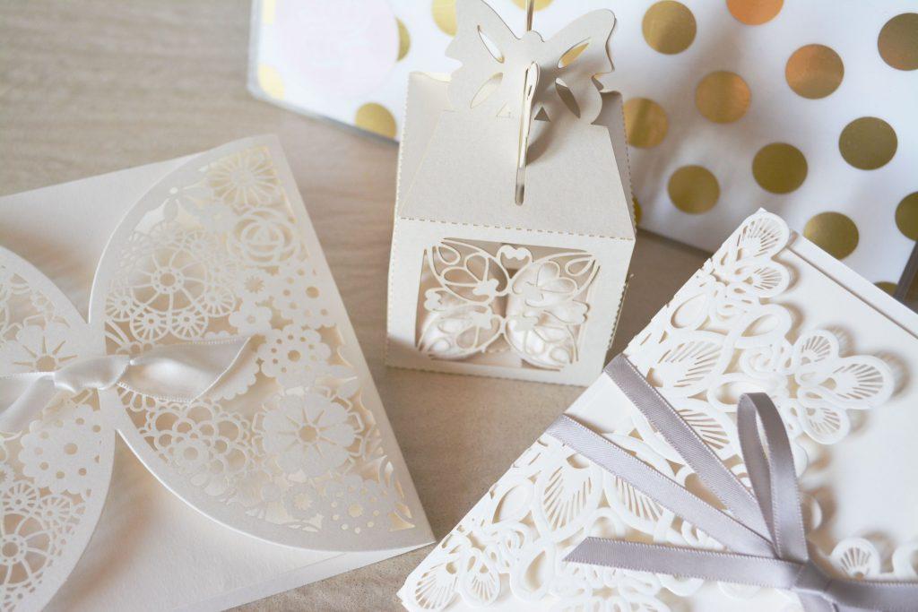 Invitatii de nunta inedite - nuntapeplaja.ro