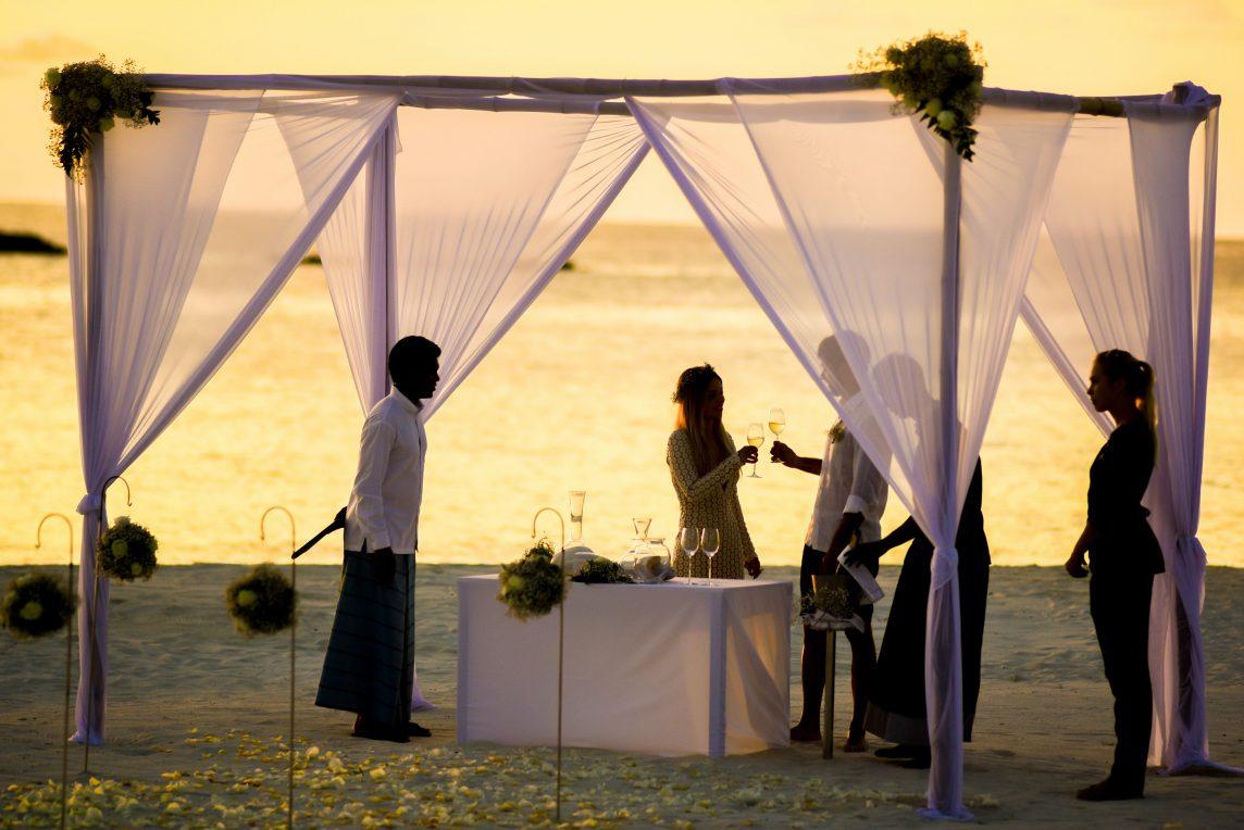 Lista pentru nuntă - Cum să transformi o secvenţă dintr-un film într-o nuntă la cheie pe plajă?