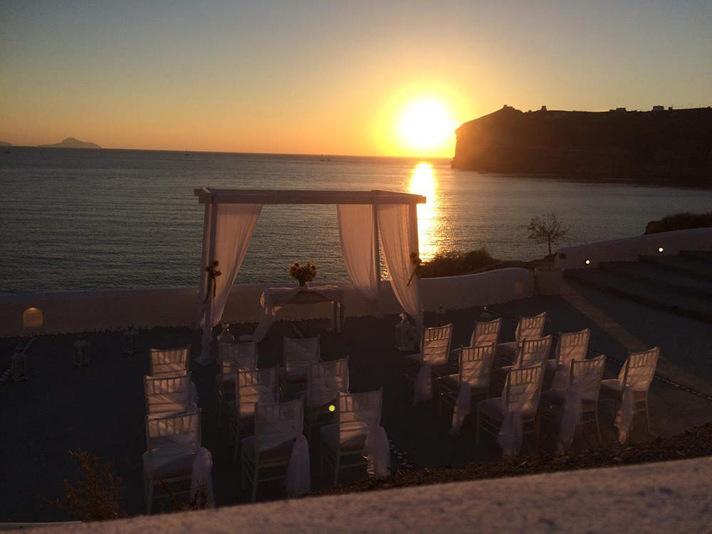 Nunta pe plaja la apus in stil grecesc - nuntapeplaja.ro