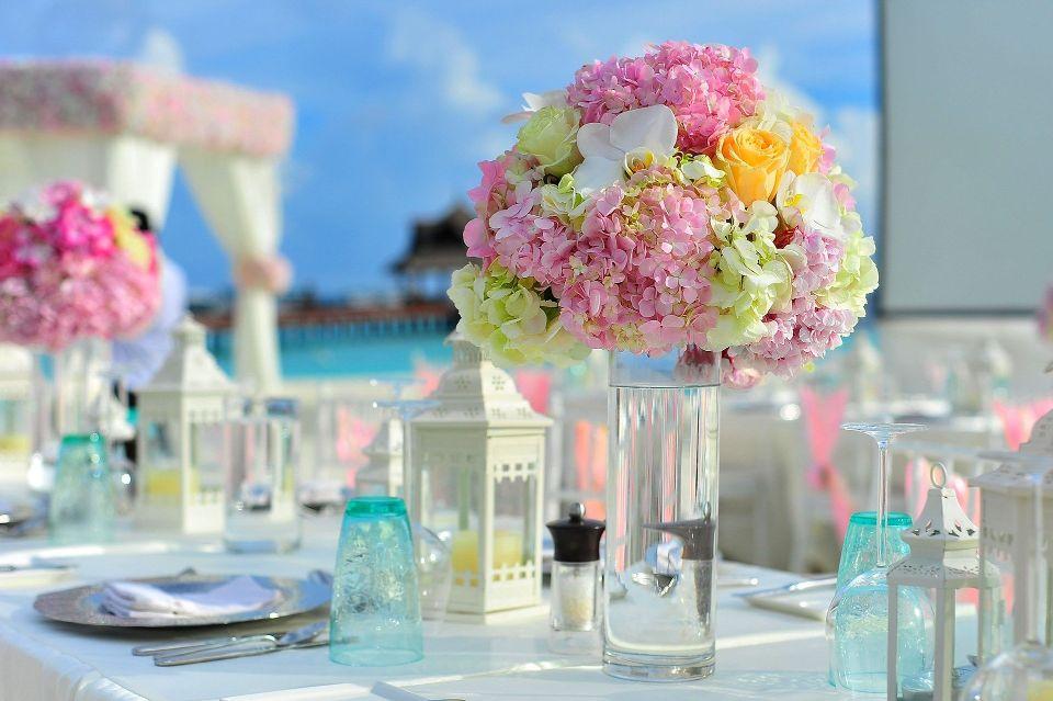 Decor floral de nunta - nuntapeplaja.ro