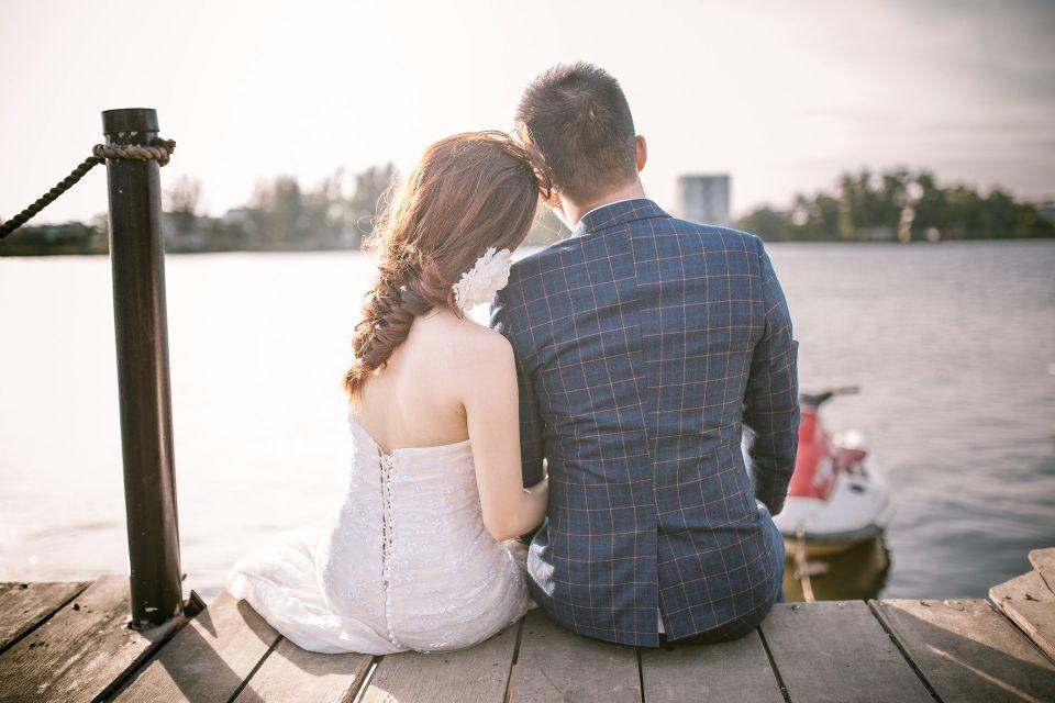 Cuplu in ziua nuntii - nuntapeplaja.ro