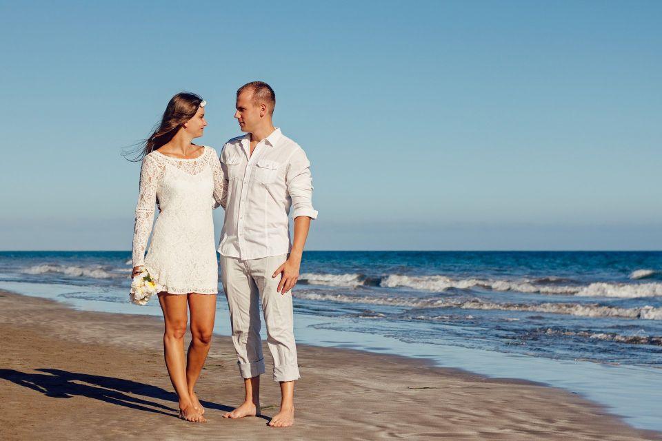 Mire si mireasa pe plaja - nuntapeplaja.ro