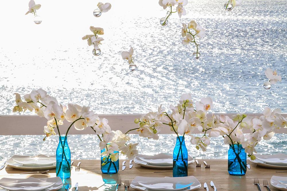Aranjamente florale cu orhidee pentru nunti pe plaja - nuntapeplaja.ro