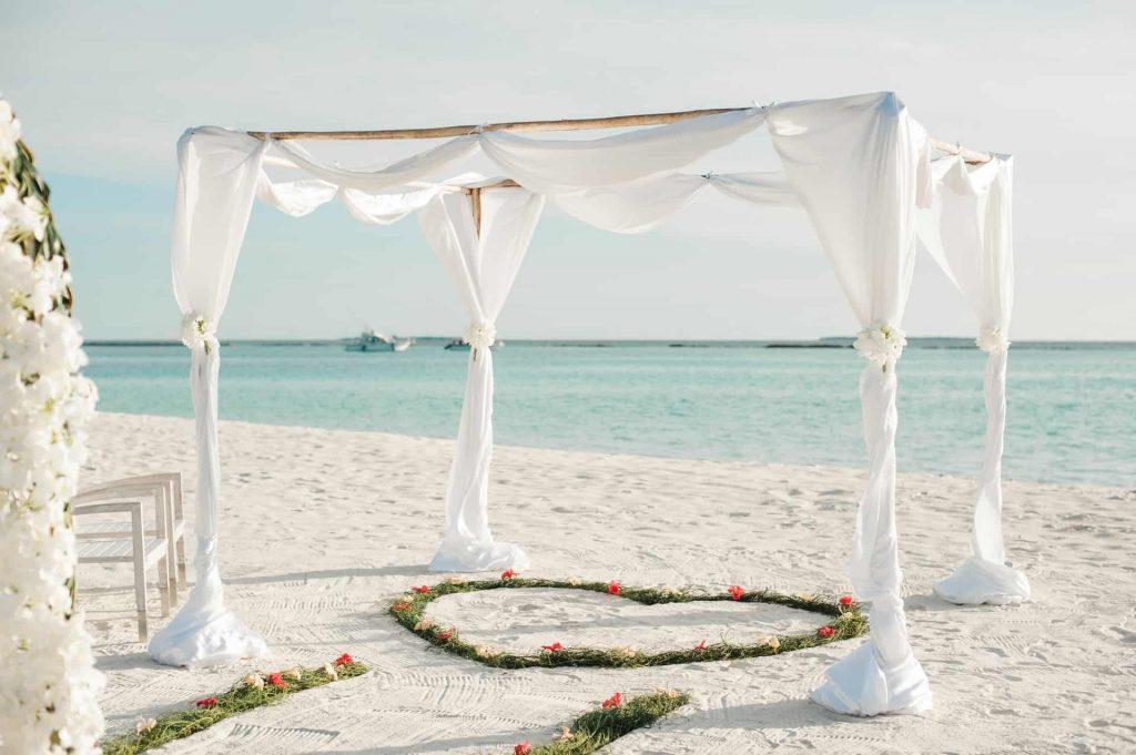 Cum îți poți organiza nunta în străinătate? - nuntapeplaja.ro