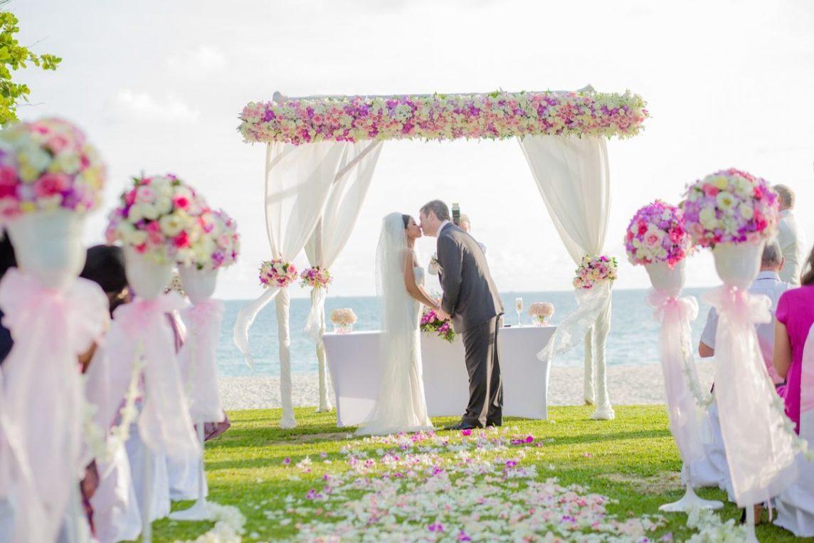 Jurămintele de nuntă - cum îți alegi cuvintele pentru un moment cât mai romantic? - nuntapeplaja.ro
