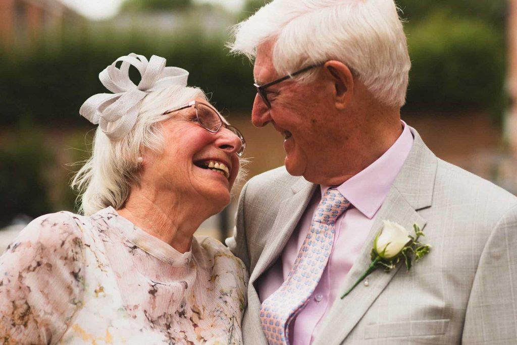 Obiceiuri la celebrarea a 50 de ani de căsătorie - nuntapeplaja.ro