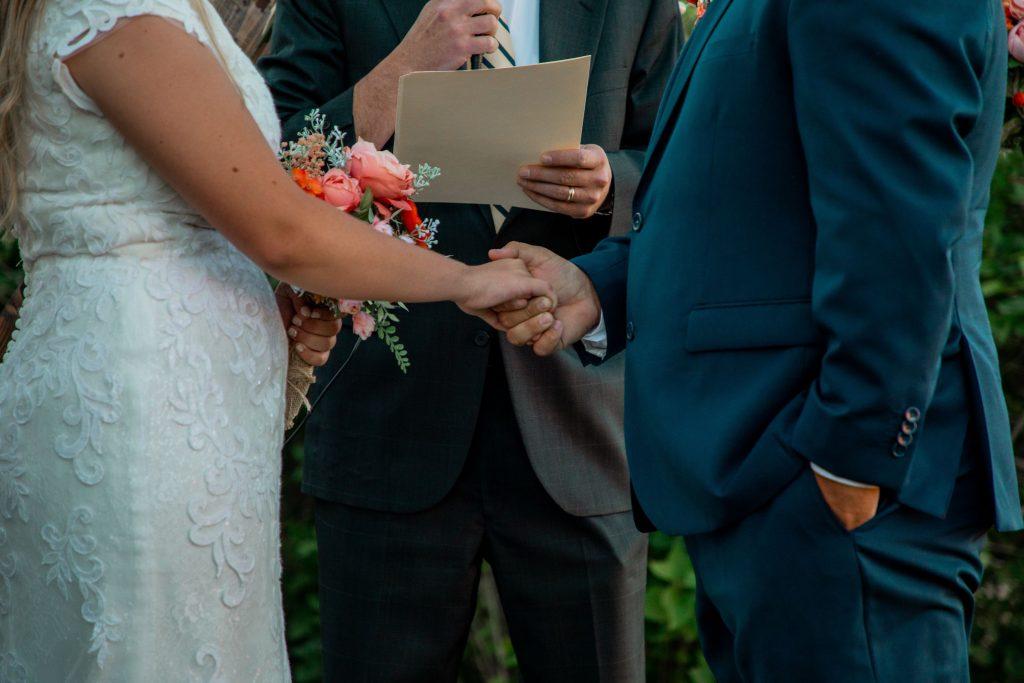 Ce reprezintă reînnoirea jurămintelor de căsătorie? - nuntapeplaja.ro