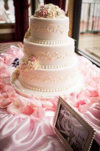 Tortul pentru nunta vintage - nuntapeplaja.ro