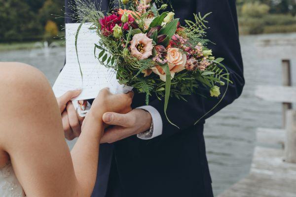 Reînnoire jurăminte de căsătorie - Cum să organizați o ceremonie ca la carte? - nuntapeplaja.ro