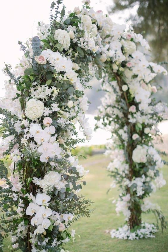Aranjamente florale pentru o nuntă de toamnă - nuntapeplaja.ro