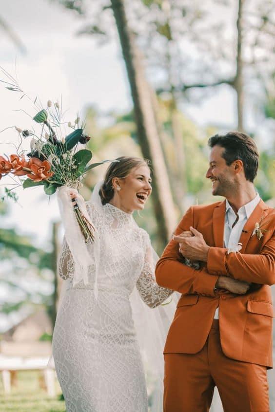 Idei pentru vestimentația mirilor la nunta de toamnă - nuntapeplaja.ro