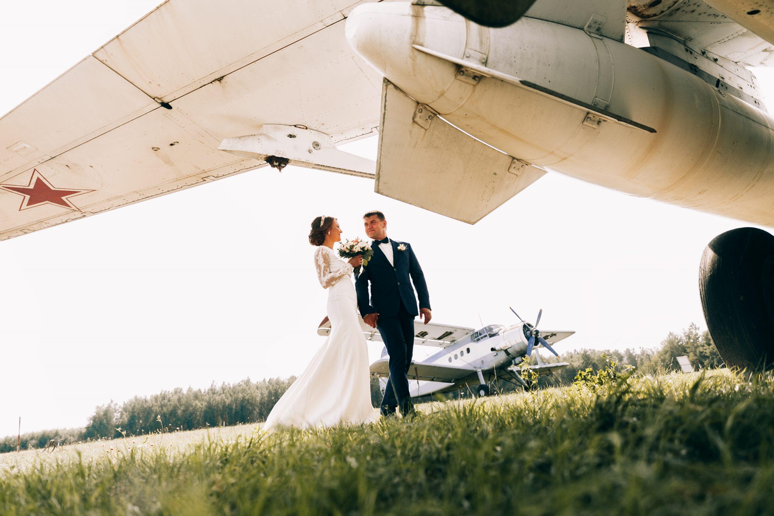 Idei de nunți inedite: Cum poți organiza o ceremonie subacvatică sau una în aer? - nuntapeplaja.ro