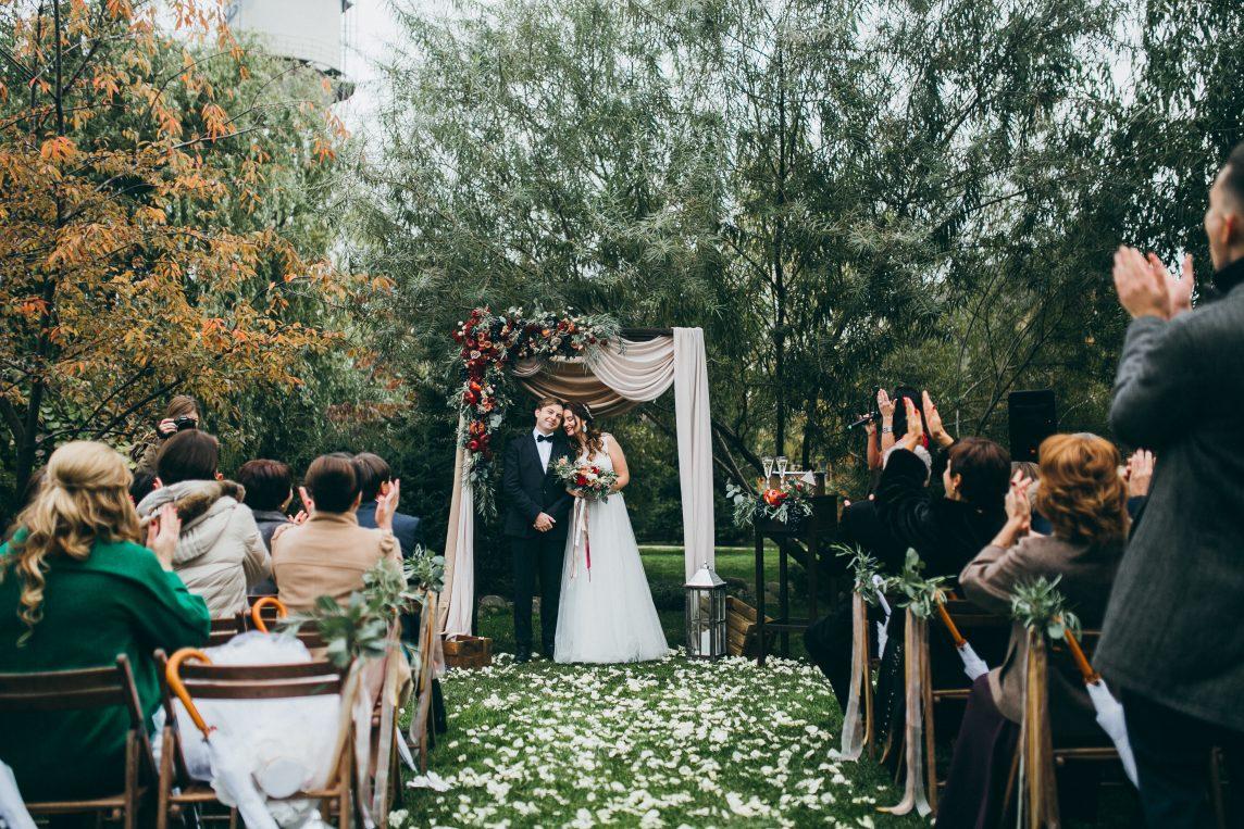 Nunta în pădure - locația ideală pentru un eveniment inspirat de cele mai frumoase basme - nuntapeplaja.ro