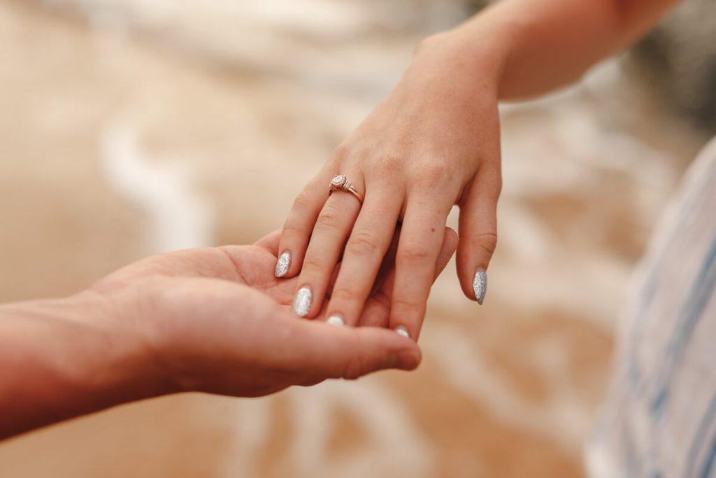 Cum sa alegi inelul de logodna pentru o cerere in casatorie - nuntapeplaja.ro