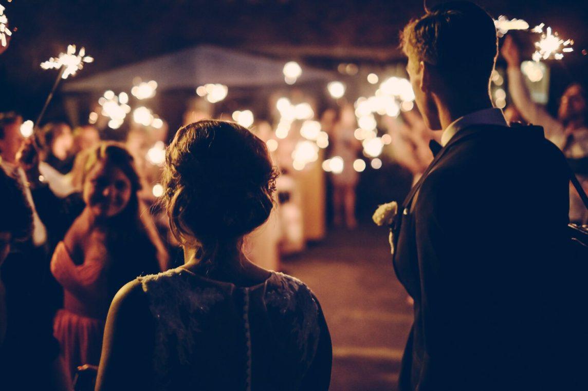 Primirea invitaților la nuntă: cum să-i introduci pe cei dragi în povestea nunții tale? - nuntapeplaja.ro
